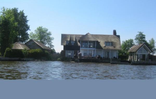 Woning + botenhuis aan de plas