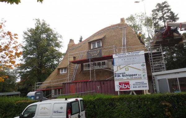 Nieuw rieten dak op De Kameel